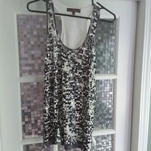Cute tank top with sequins.